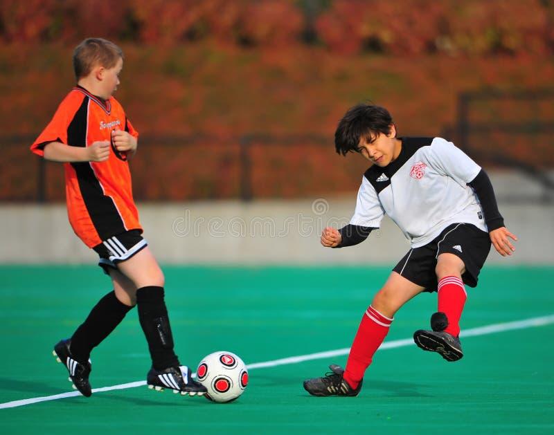 控制球足球青年时期 库存图片