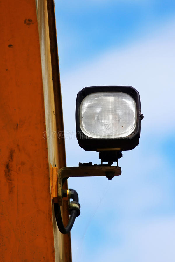 推土机车灯,巨大的黄色强有力的建筑机器用用于拖拉机也的轻的设备,挖掘机的装载者 库存照片