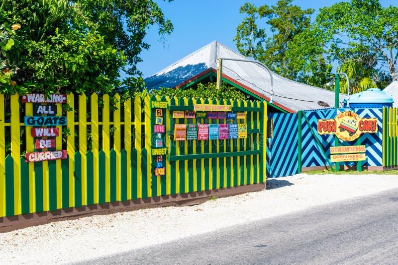 推挤推车餐馆和兰姆酒酒吧在伦敦西区内格里尔,牙买加峭壁  库存照片