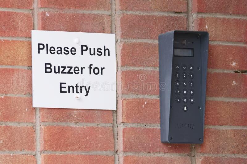 推挤蜂音器词条的门铃 免版税库存照片