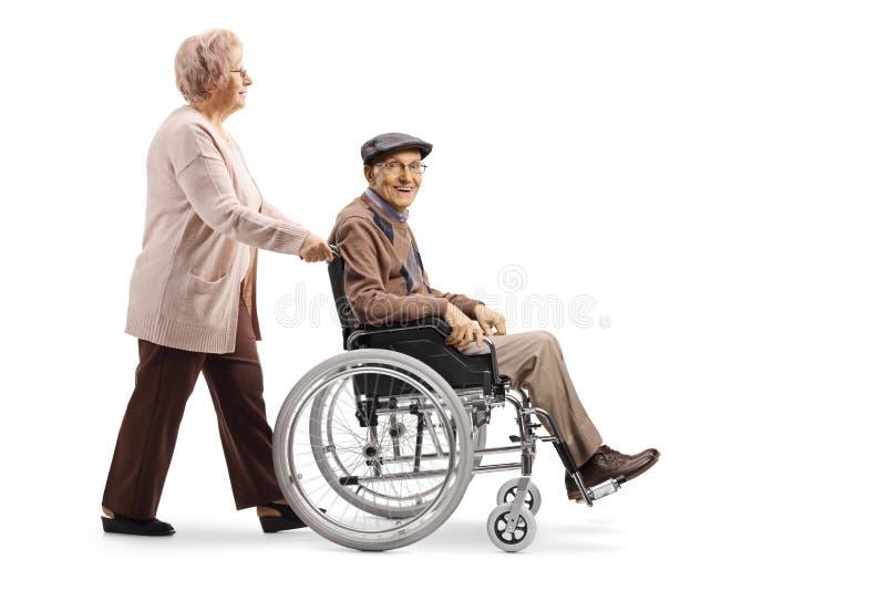 推挤轮椅的年长妇女一个年长人 库存图片