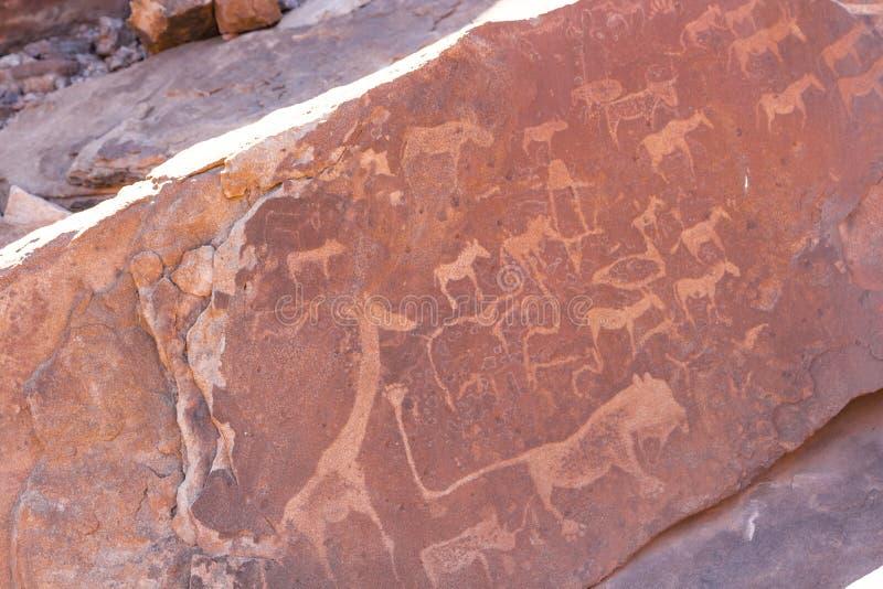 推菲尔泉,古老岩石板刻站点在纳米比亚 免版税库存照片