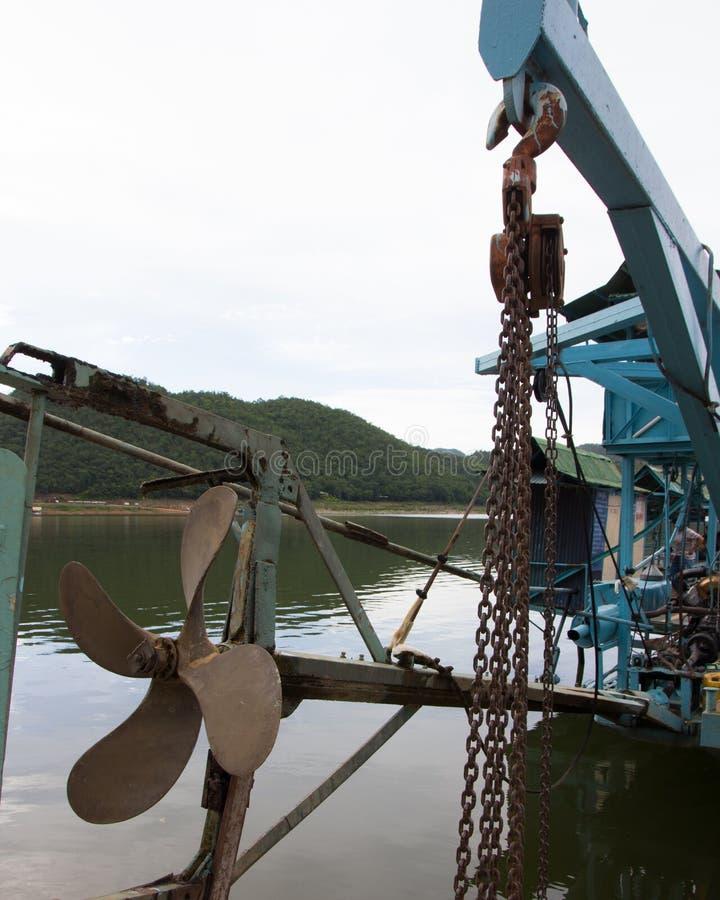 Download 推进器载汽车轮船 库存图片. 图片 包括有 行业, 小船, 海运, 设备, 螺丝, 船身, 推进器, 维护 - 59104465