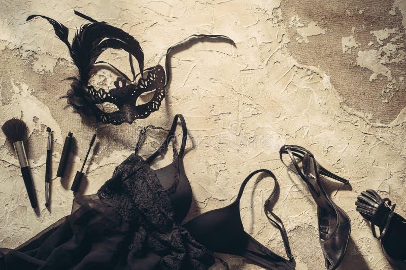 掩没,组成刷子和鞋带女用贴身内衣裤 套妇女根本辅助部件和内衣在舱内甲板位置 图库摄影