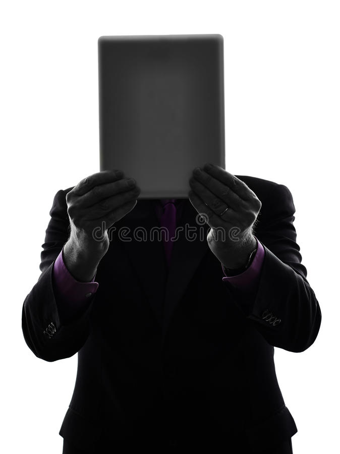 掩藏在数字式片剂剪影后的商人 库存图片