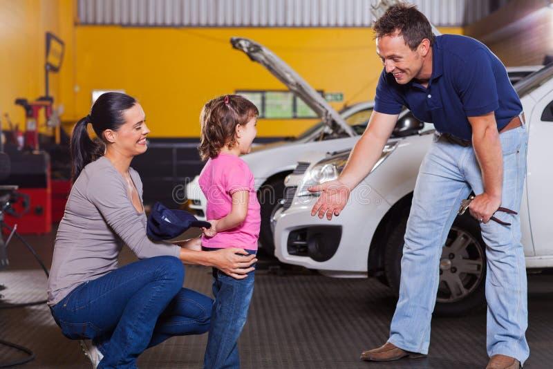 女孩汽车技术员 免版税图库摄影