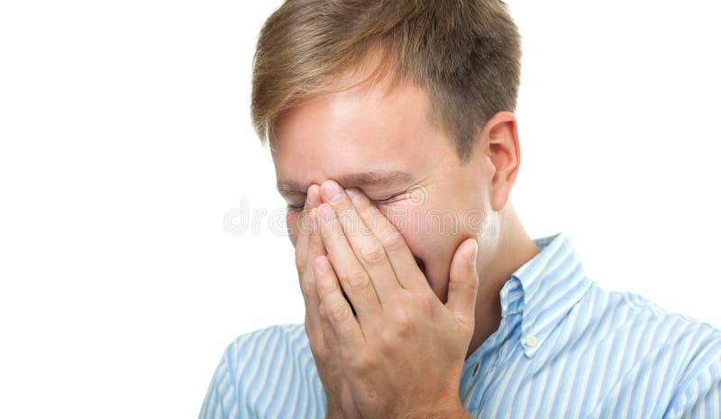 掩藏面孔的笑的人隔绝在白色 免版税库存图片