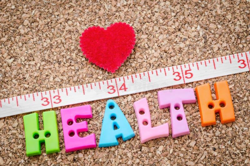 措施和健康词与红色心脏 库存照片