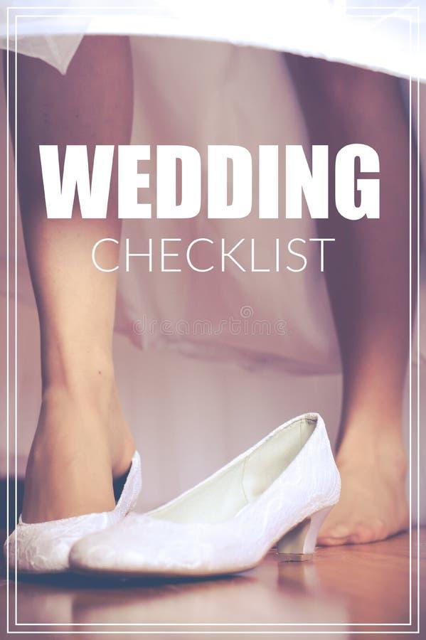 措辞在新娘的鞋子的婚礼清单减速火箭的样式的 免版税库存照片