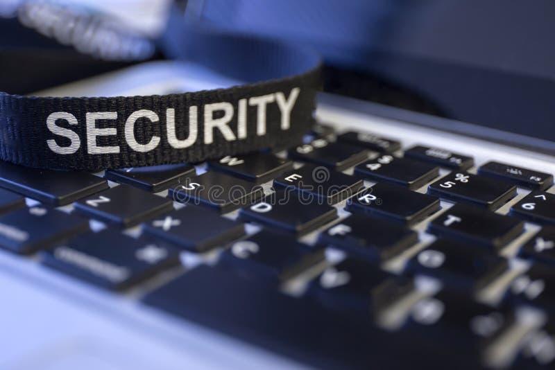 措辞在labtop键盘被象征的网络罪行protecti的安全 免版税库存照片