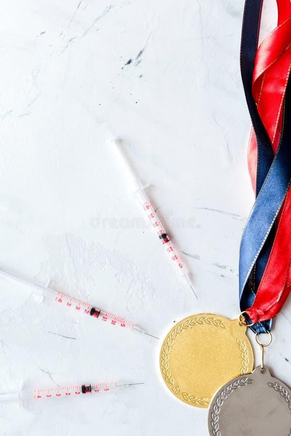 掺杂的概念在体育-剥夺奖牌顶视图 库存图片