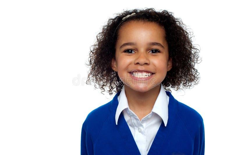 描出一个冷静和确信的学校女孩的射击 库存图片