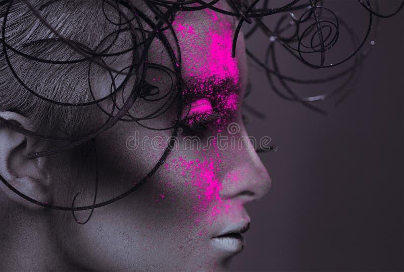 描出性感的妇女画象有粉末的在面孔 库存照片