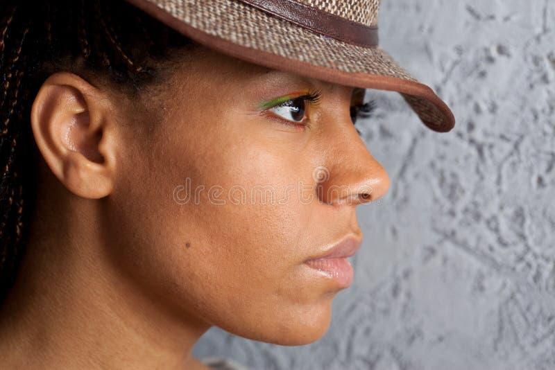 一个女孩的画象帽子的 免版税库存图片