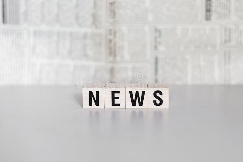 描述信件新闻词概念的木模子 免版税库存图片