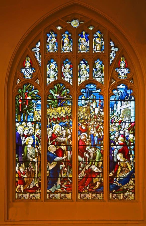 描述耶稣的胜利的词条污点玻璃窗入耶路撒冷棕枝全日 库存照片