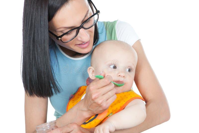 提供她的母亲年轻人的婴孩 库存图片