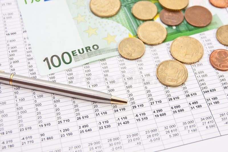 提供经费给与欧元的报表 库存照片