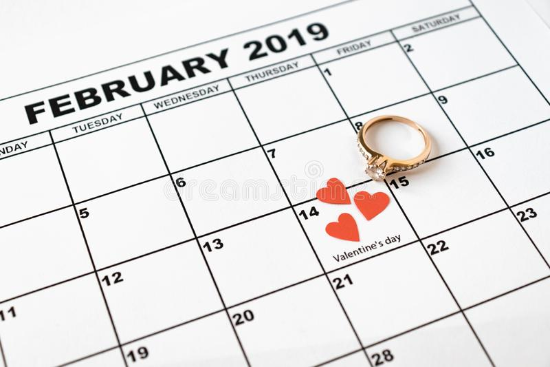 提供结婚 情人节,在日历的2月14日 免版税库存照片