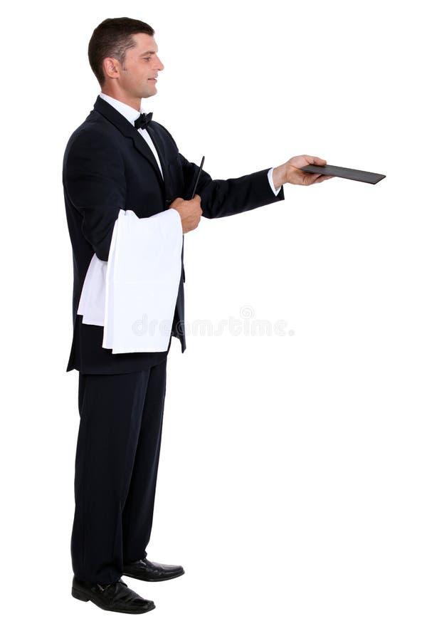 提供菜单的男性侍者 免版税图库摄影