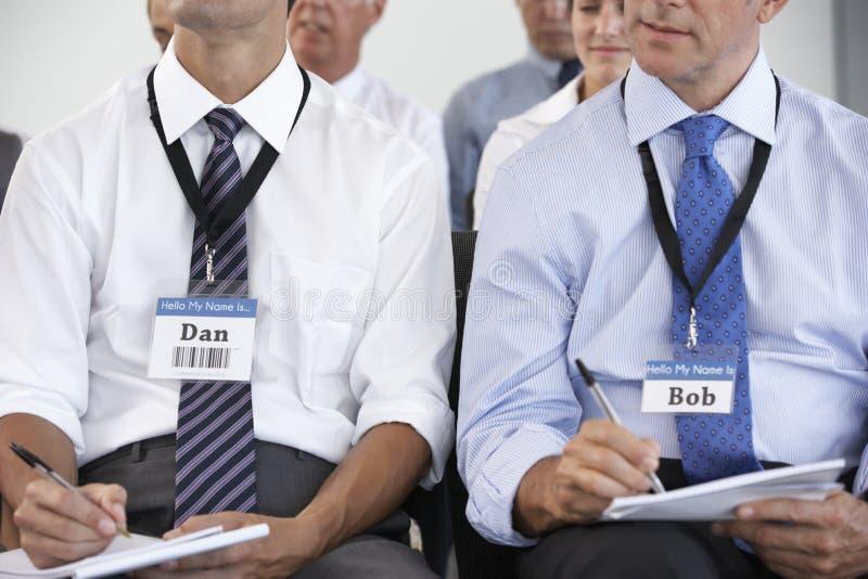 提供介绍的女实业家在会议 免版税库存照片