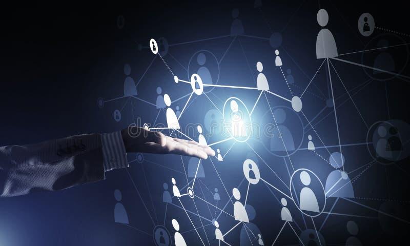 提出作为communucation和网络手段的现代无线技术在黑暗的背景 皇族释放例证