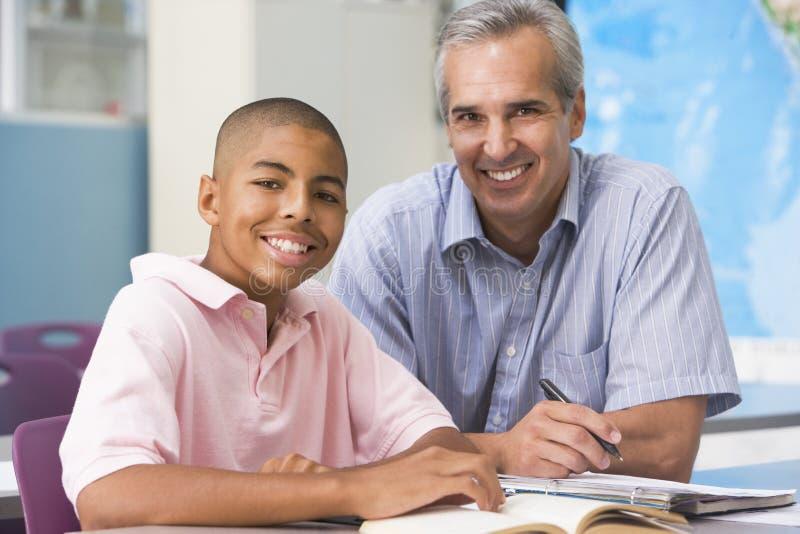 提示男小学生教师 免版税库存图片