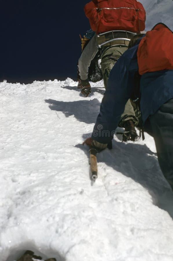 插入步骤的登山人 免版税库存照片