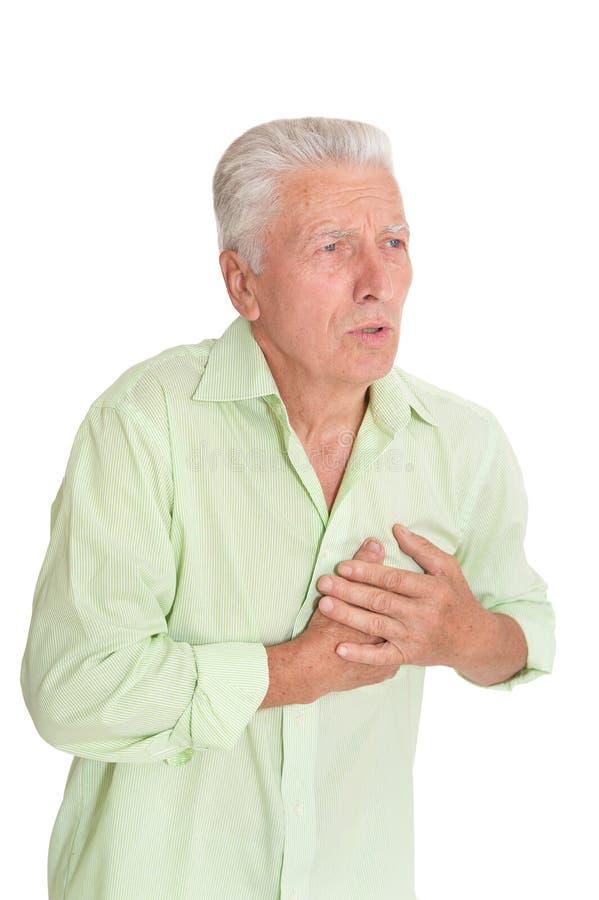 握在胸口的老人手,心脏攻击 库存照片