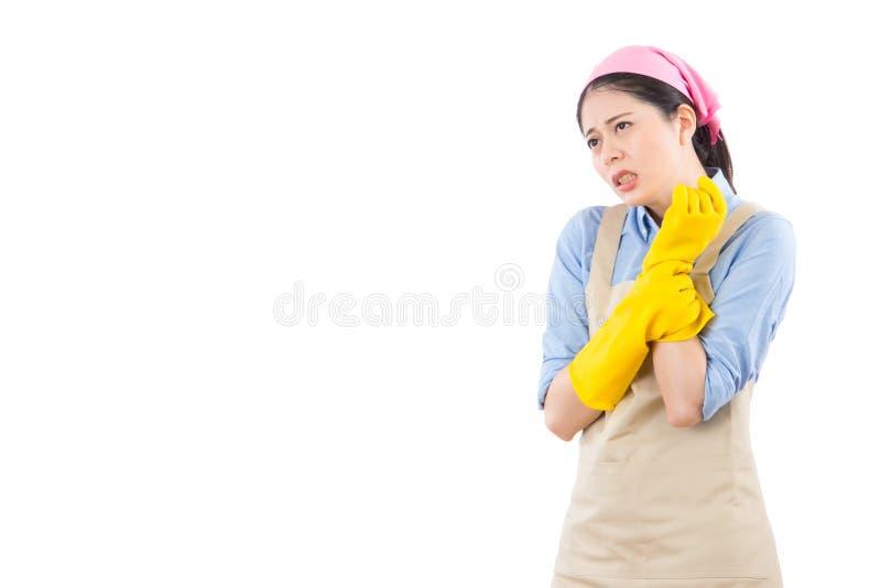 握她痛苦的腕子的妇女 免版税库存图片