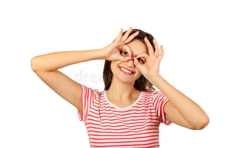 握手指的快乐的女孩临近象玻璃的眼睛 在白色背景隔绝的情感女孩 库存图片