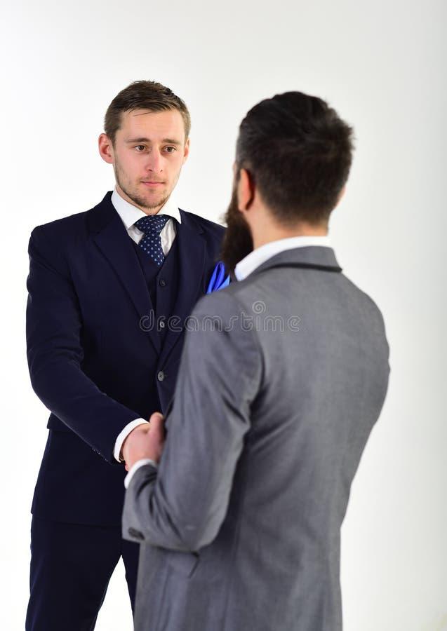握手概念 握手、成功的成交或者相识的商人 商人,商务伙伴见面 库存照片