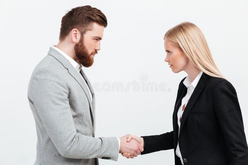 握手的严肃的同事 库存照片