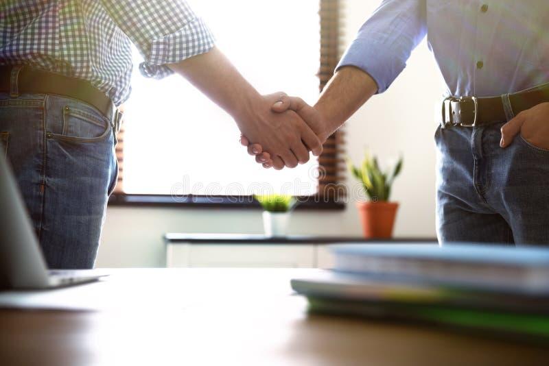 握手的商务伙伴在见面以后 图库摄影