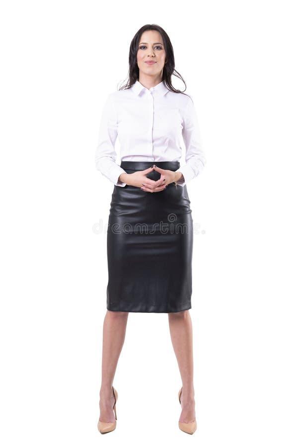握手的愉快的确信的成功的年轻俏丽的女商人 免版税库存图片