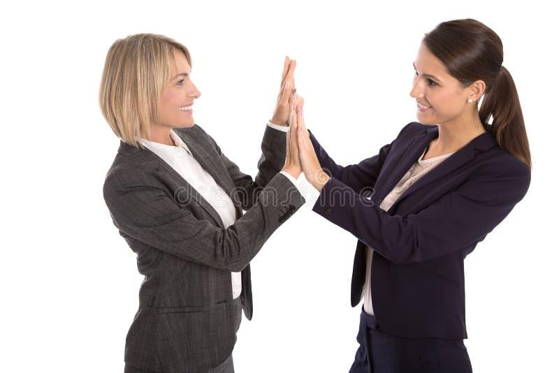 握手的成功庆祝和被隔绝的女实业家 免版税图库摄影