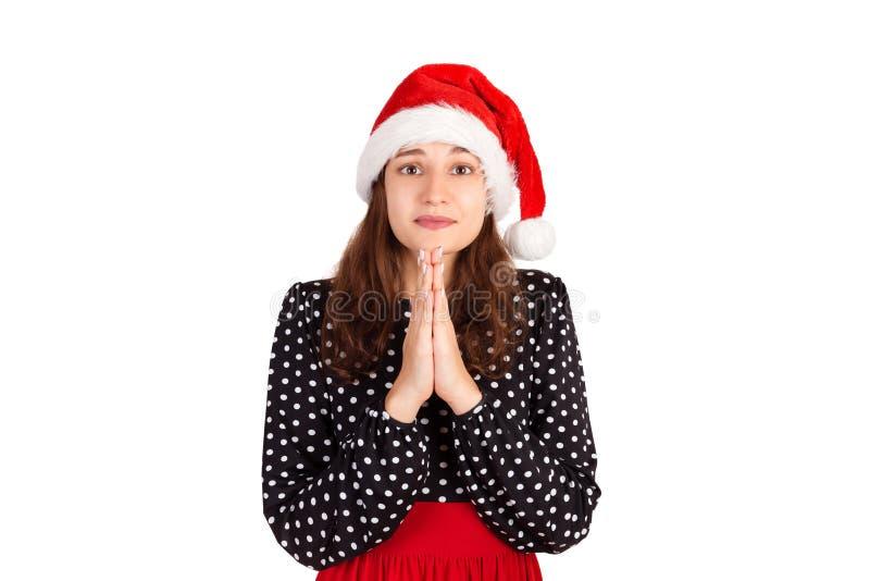 握手的礼服的阴沉的逗人喜爱和怯懦的妇女祈祷,请求道歉或帮忙 情感女孩在圣诞老人圣诞节ha 免版税图库摄影