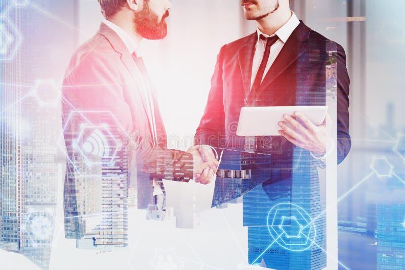 握手,互联网象的商人 免版税图库摄影