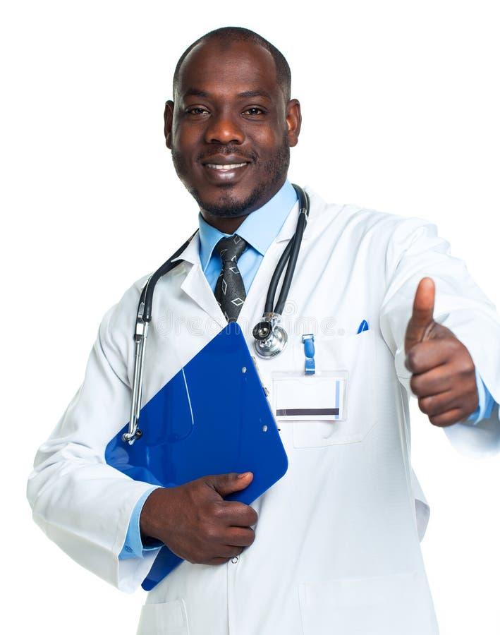 握笔记薄和手指u的一位微笑的男性医生的画象 库存图片