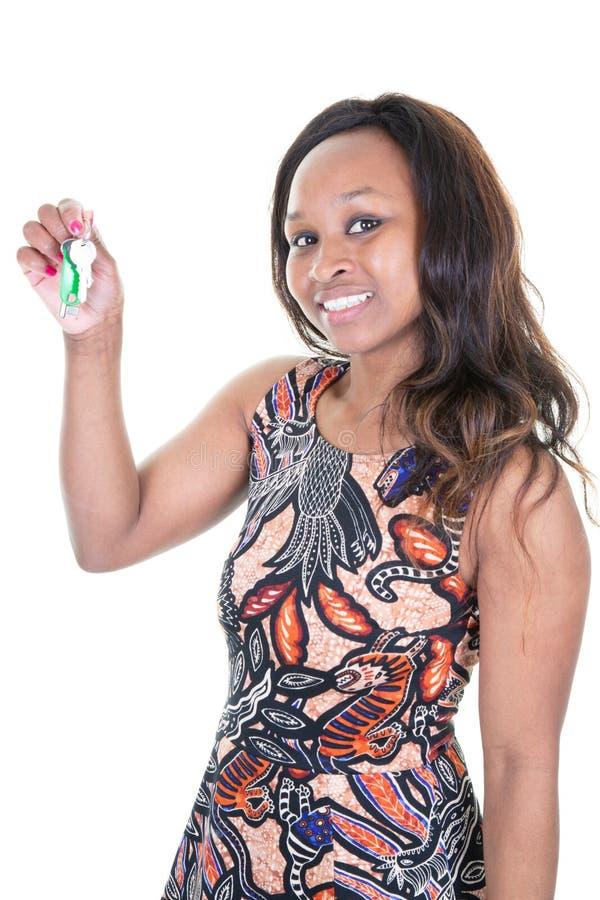 握议院钥匙手中手指的俏丽的美国非洲妇女不动产房地产经纪商 库存图片