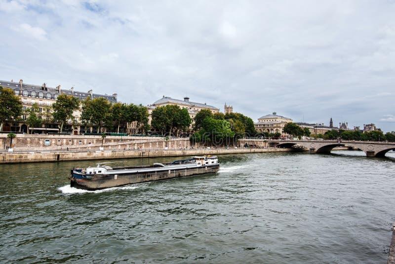 援引从塞纳河河沿的海岛视图 库存照片