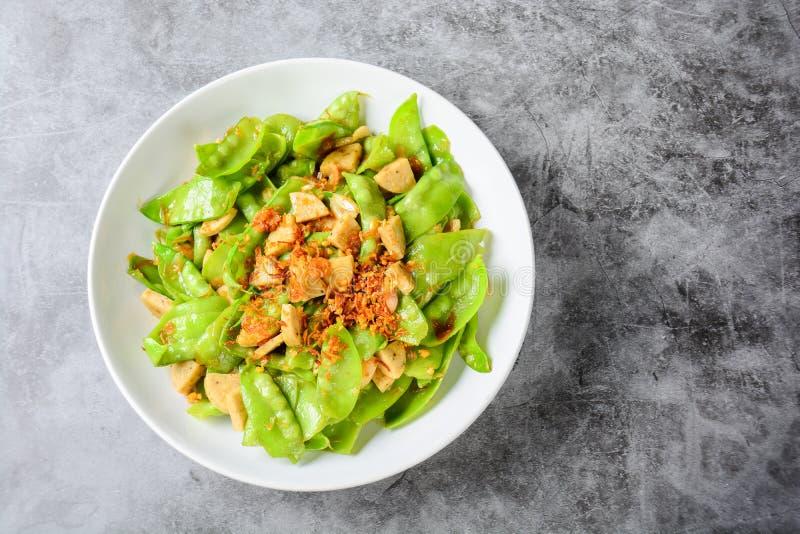 搅动油炸物糖荚豌豆用越南烤猪肉香肠 库存图片