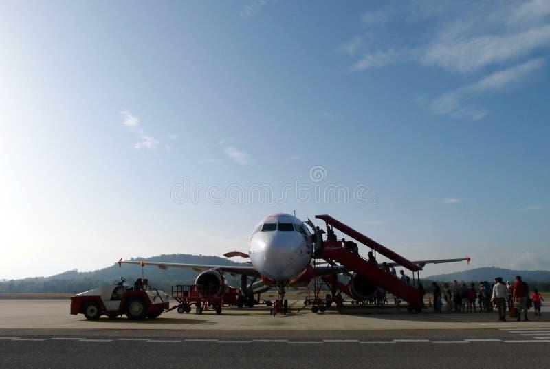 搭乘预算值航空公司飞机在农村亚洲 图库摄影