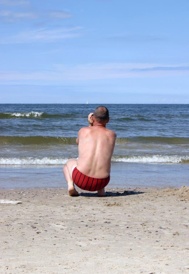 Download 摄制人海运 库存照片. 图片 包括有 海运, 沙子, 放松, 火箭筒, 喜悦, 蓝色, 照片, 树干, 游泳 - 192346