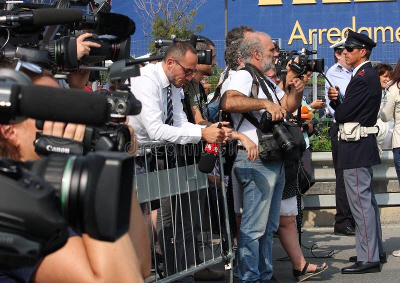 摄影师、录影操作员和新闻工作者在工作 免版税库存照片
