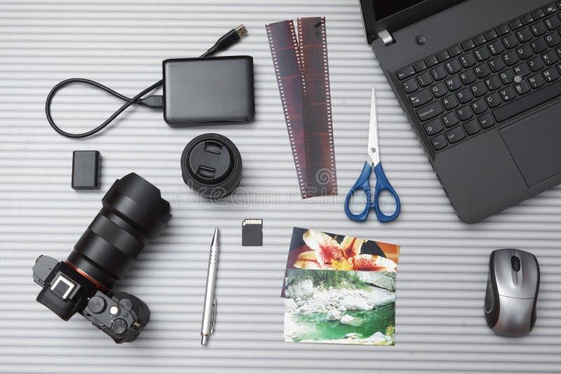 摄影师书桌顶视图  图库摄影