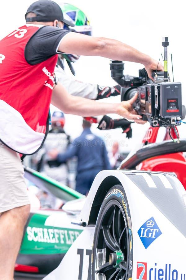 摄影师在FIA电路赛马跑道的工作  免版税库存图片