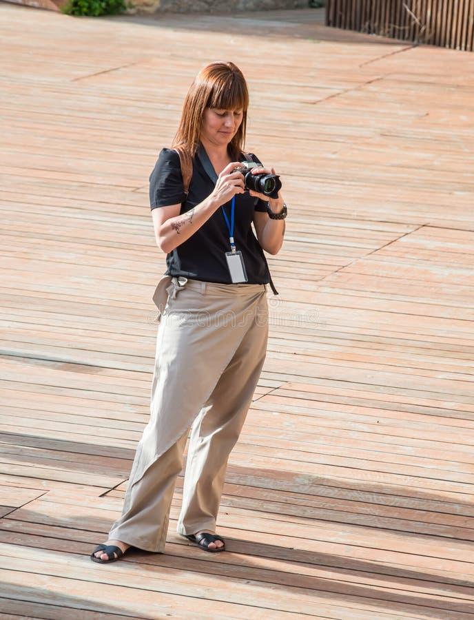摄影师拍照片 露天剧场叫绿色剧院 免版税库存照片