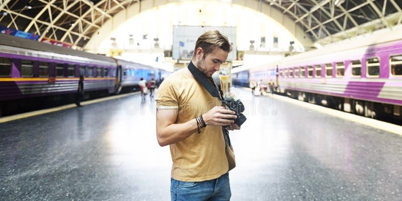 摄影师照相机DSLR射击新闻工作者概念 免版税库存照片