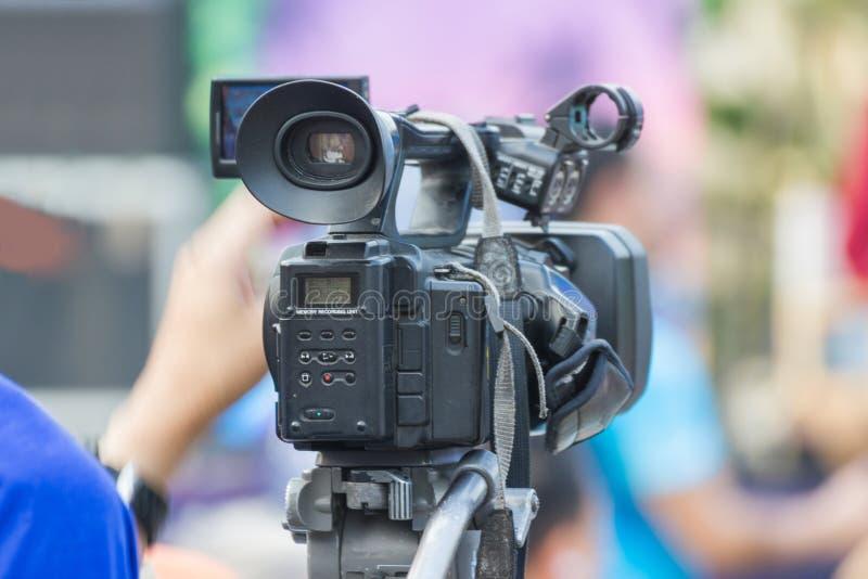 摄影师-在事件的覆盖物 免版税库存照片